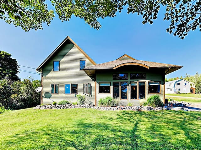 Big Country Home w/ Bay Views, Near National Park