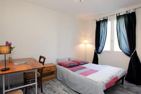 Au pied de la Chapelle Matisse: chambre au calme - Vence