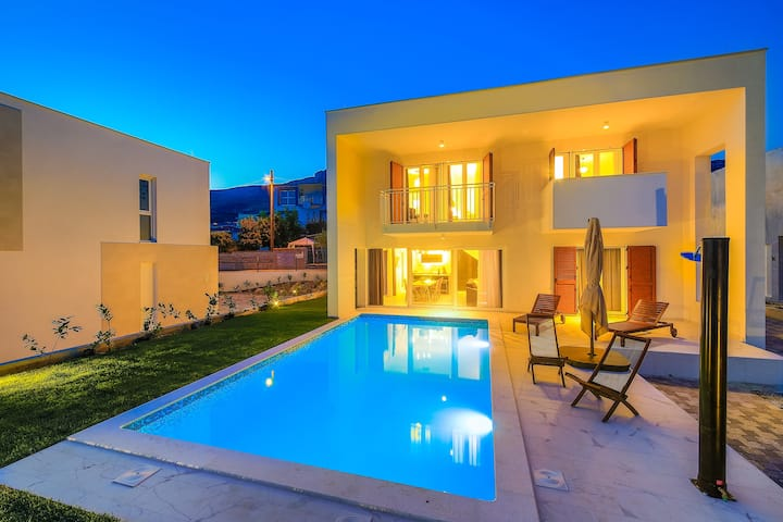 Luxury 4* Villa Tina with private heated pool