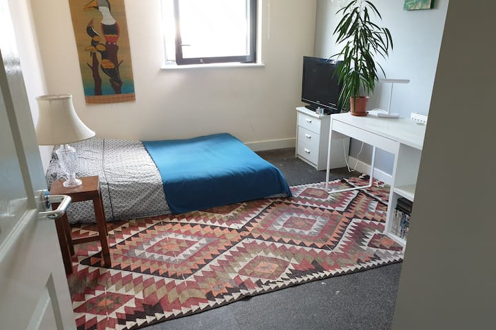 Double room short ride from Canary Wharf/Stratford