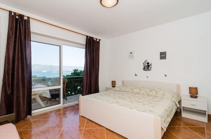 Apartments Nikolina (LU) - Studio with Sea View (3 Adults)