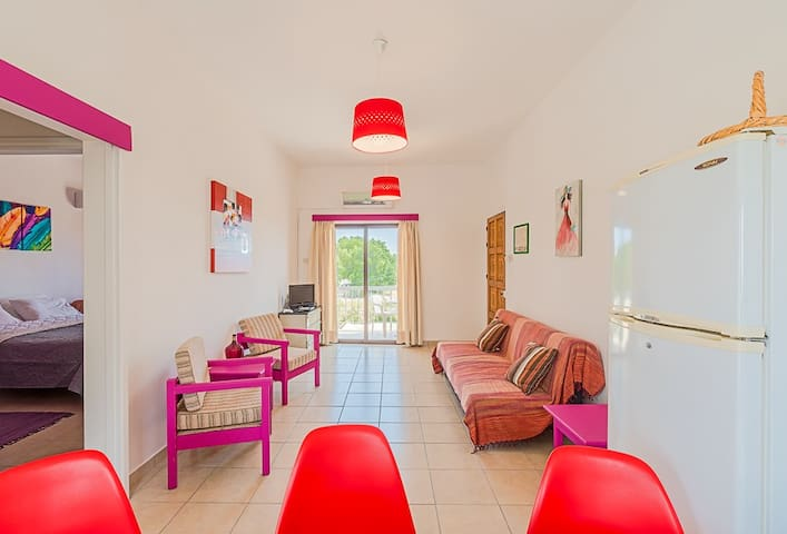 Color Cyprus Apartment 1 bedroom, front sea view