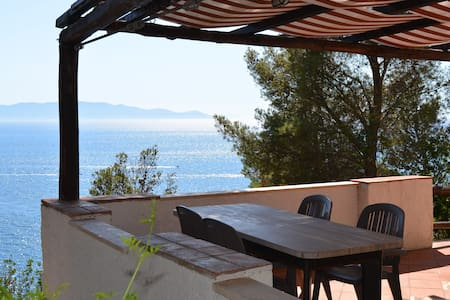 Panoramic apartment on the sea (2)