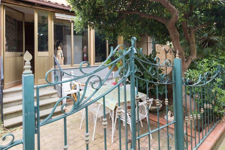 Appartamento con giardino in un residence