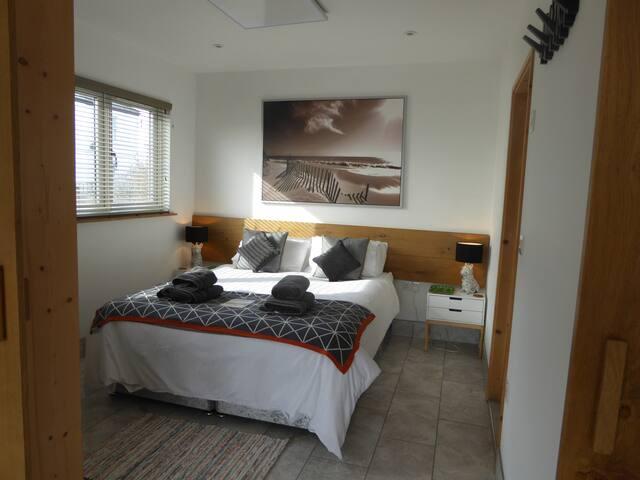 Mistral bedroom, king bed