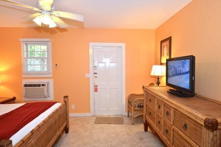 Monroe Suite @ Simonton Court Cottages - Villa