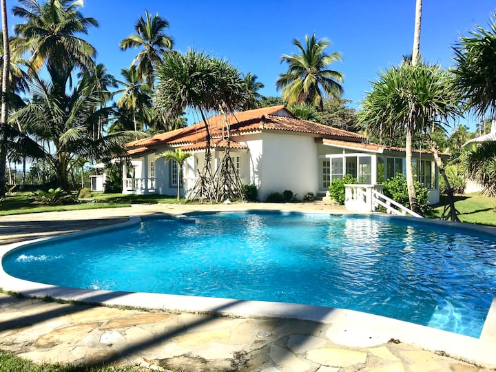 Beautiful Villa at Peaceful Beach near CABARETE!