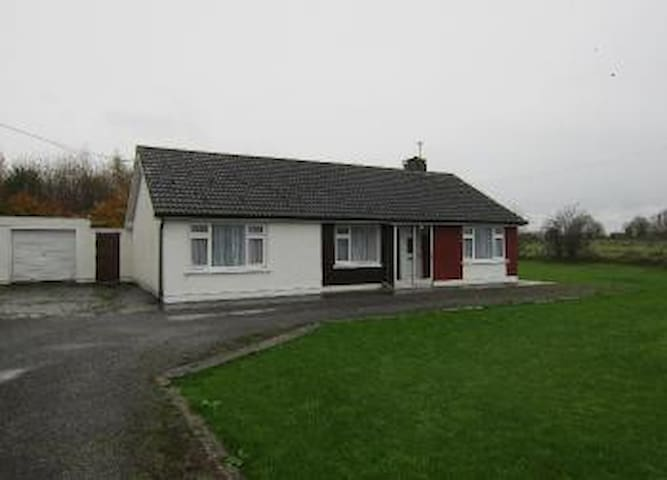 bunglow in private grounds  near glasson athlone - Athlone - Bungalov