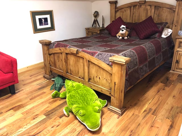 Peter Pan Theme/Queen Bed/Attic Style/Fun Stay