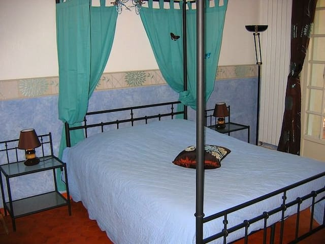 Gîte La Provence : chambre Romance (Bollène 84500)