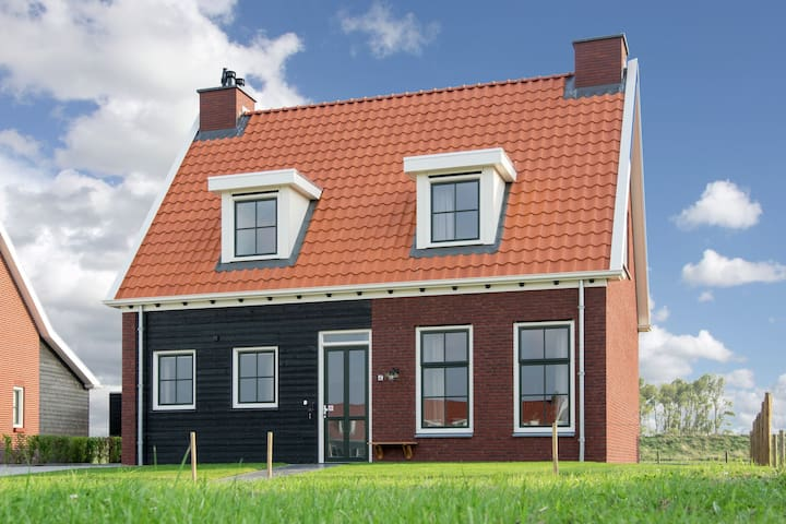 Detached family friendly villa in the Oosterschelde National Park