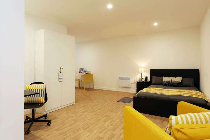 Self Catering Studios in Newcastle Under Lyme - Newcastle-under-Lyme - Apartament