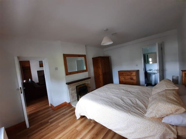 This ensuite bedroom with King Size Bed is downstairs.