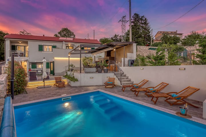 Villa Leticija holiday home on the green oasis