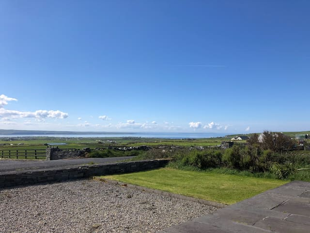 Contemporary cottage overlooking Liscannor bay!!