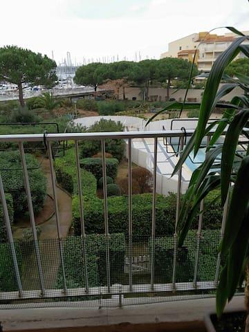 Studio vue piscine et port - Le Cap d'Agde