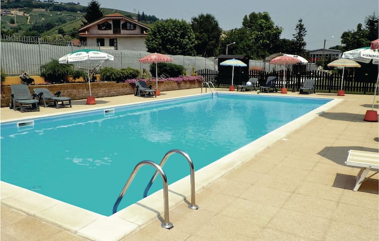 Holiday apartment with 2 bedrooms on 90m² in Cisterna d´Asti AT