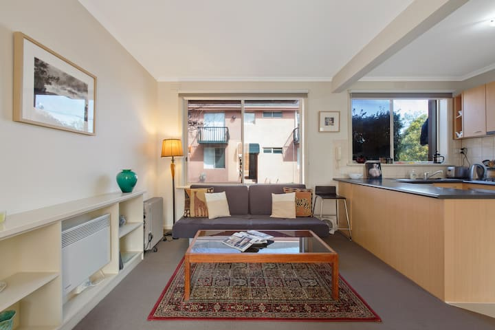 Spacious & Quiet Northcote Gem with Parking & WIFI
