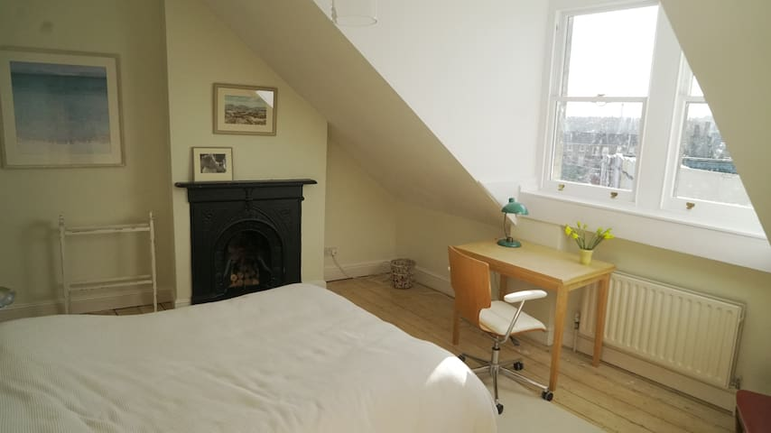 Double bedroom near Whiteladies, great views - Bristol - Casa