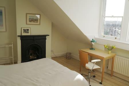Double bedroom near Whiteladies, great views - Bristol