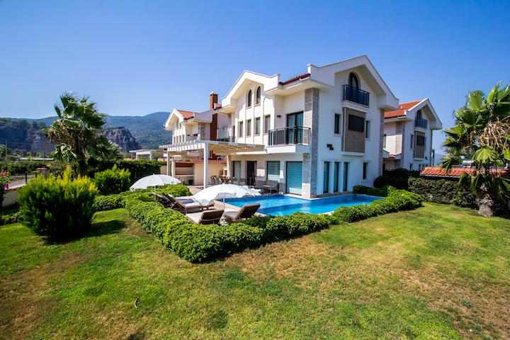 Villa East by Tatil Premium