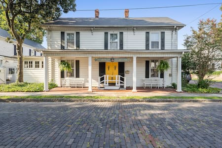 First Floor Room, pet friendly, short drive to OBX