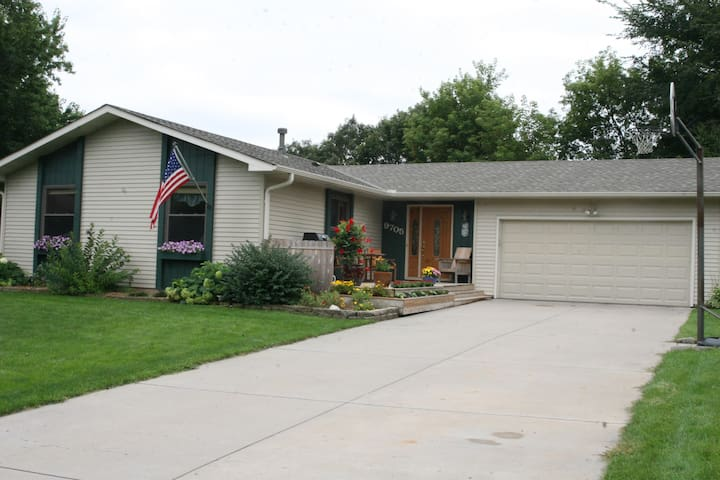 Single family home that sleeps 6-8 - Eden Prairie - Casa