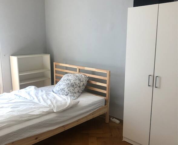 room in central location (10min to city center)