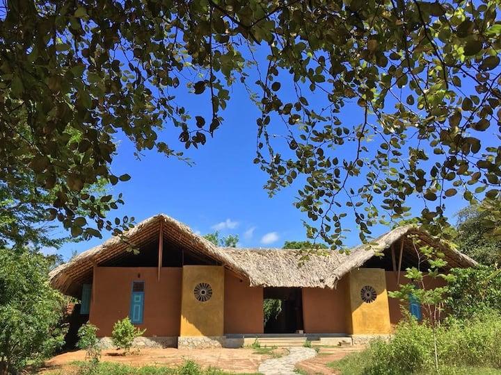 Rustic Tropical Eco-Friendly Villa next to Lagoon