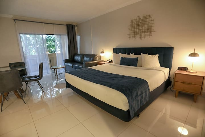 Wonderful King Suite ★ Pool/Gym/Parking/Restaurant