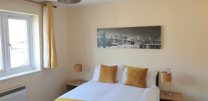 Clarence Suite - Chatham- Sleeps 3, with parking