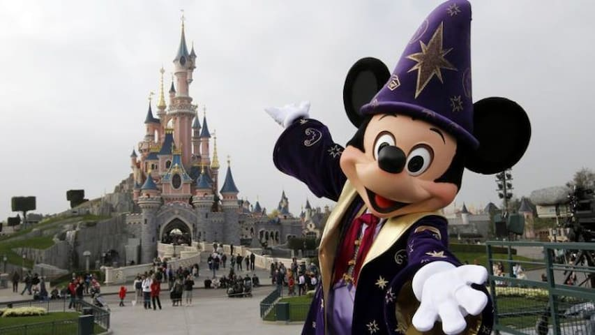 Welcome To Disneyland Paris - Enjoy your Stay!