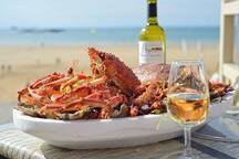Dégustation de fruits de mer dans les restaurants du port
