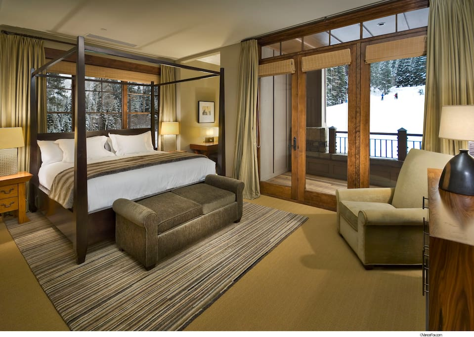 Bedroom with picture-perfect mountain views