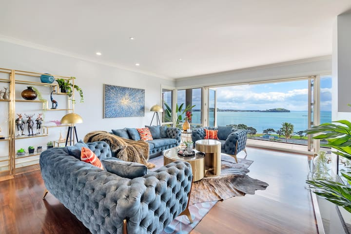 First-floor drawing room with panoramic harbour views and fireplace. Furnished with the Chesterfield style 3 piece suite and bifold doors opening onto a first floor balcony. A modern formal space dressed to impress from the moment you arrive.