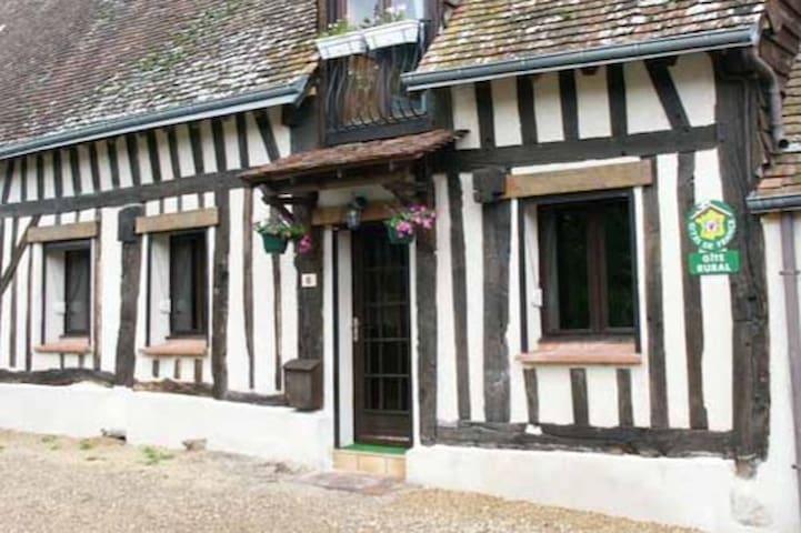 Maison à colombages en vallée du Loir