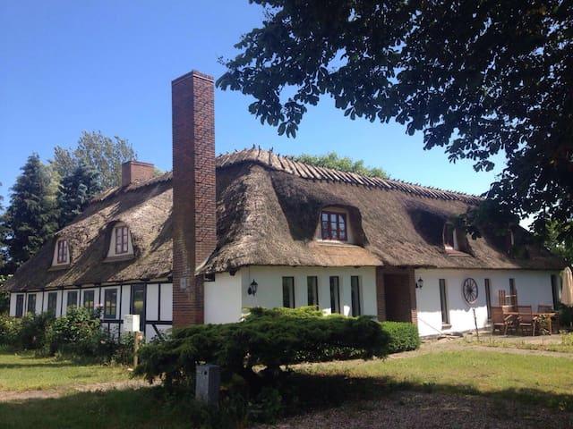 Hyggeligt og rummeligt hus på landet