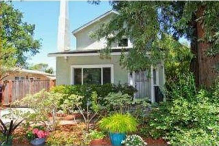 Beautiful Four Bedroom Home Right Next to Stanford - Palo Alto - Ev