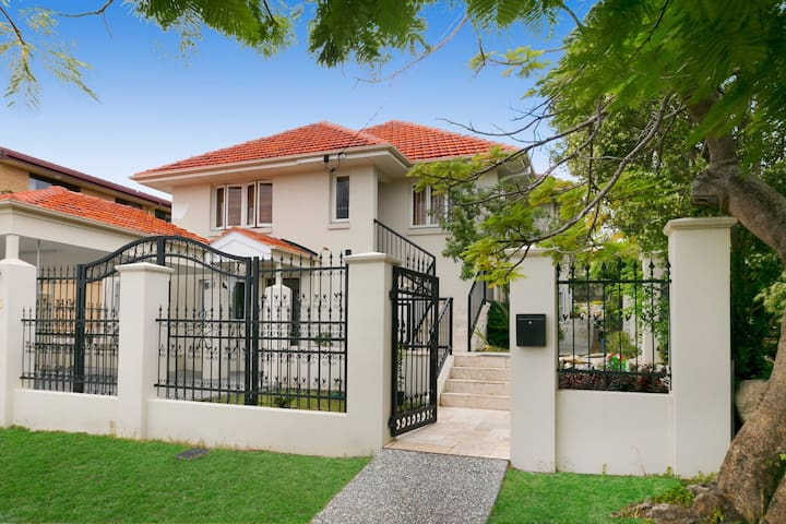 A new charming house in Wooloowin - Wooloowin - Ev