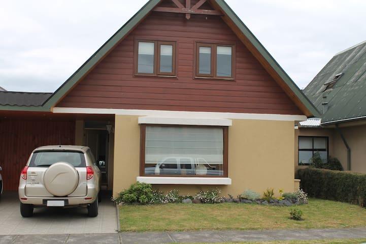 Acogedora casa en condominio seguro