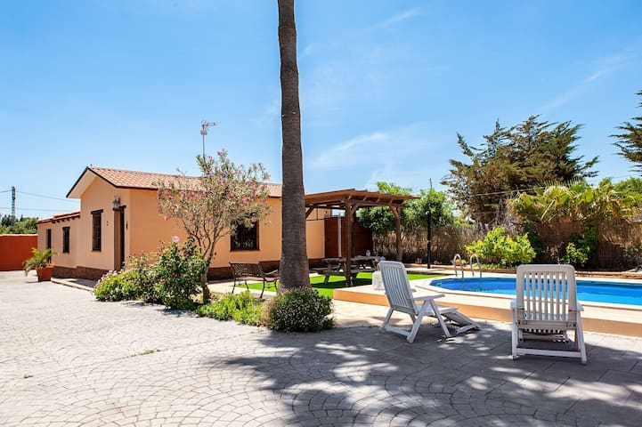 Fantastic Country Home with Large Pool, Terrace, Garden & Wi-Fi; Parking Available
