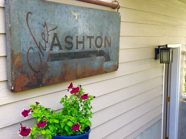 CHEZ' ASHTON a celebrated & modern continental BnB - Spokane - Bungalow
