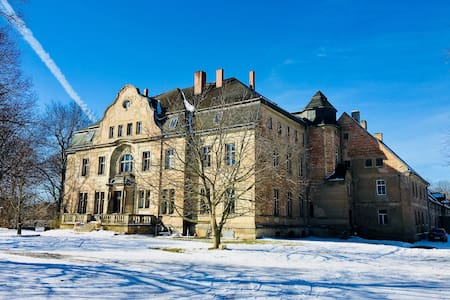 Wohnung mit Parkblick im historischen Gutshaus !