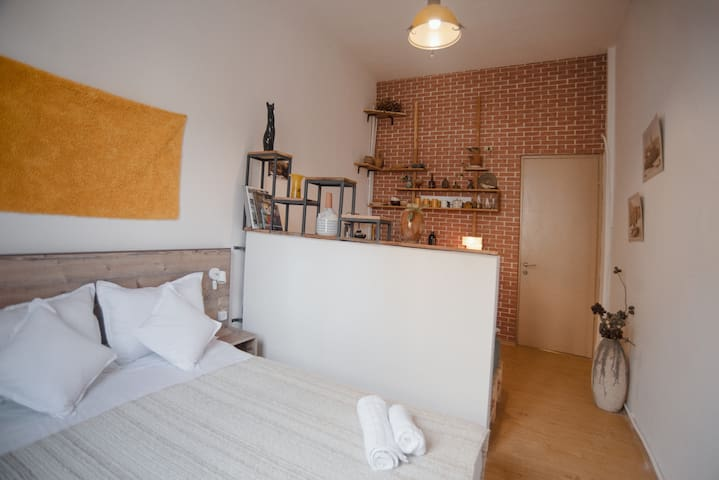 Stylish, cozy studio guesthouse in the city center