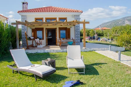 Luxury Villa located on the beach of Epidavros - Epidavros - Casa