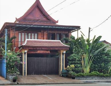 New Lao wooden house near centre - 万象(Vientiane)