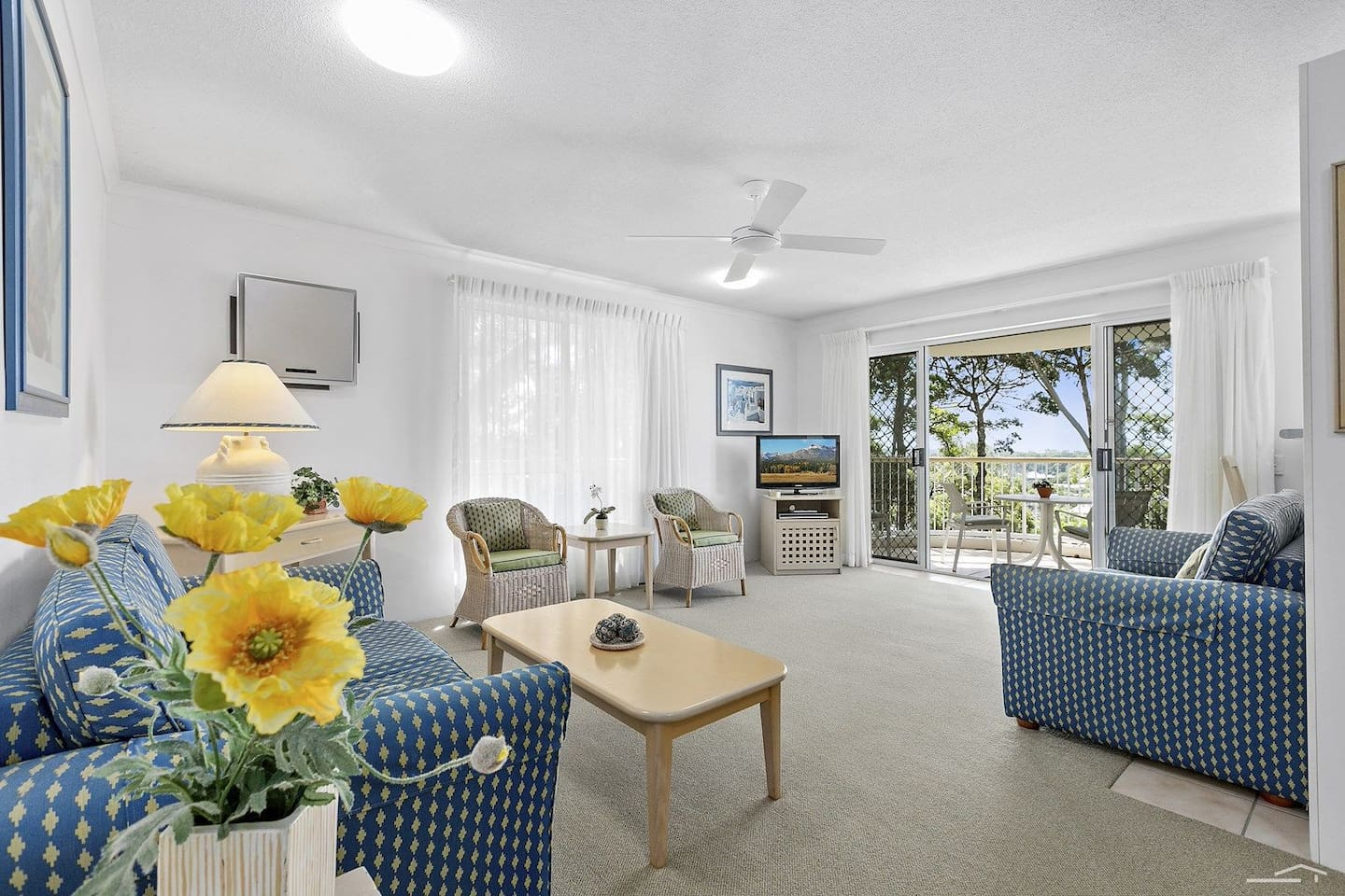 Main room - overlooks Noosa centre, the sound, Noosaville, the north beach, everything, but from a peace and quiet apartment.