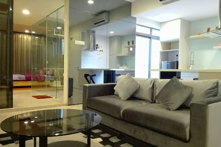 Designer Suite with Wifi ,LRT at Petaling Jaya - Petaling Jaya - Byt