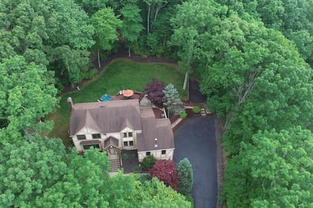 Private retreat at the highest point in Freehold - Freehold