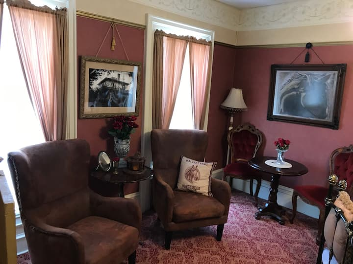 The Equestrian Rose Room - Iron Amethyst Inn